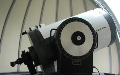 長尾正次氏により、寄贈して頂いた口径40センチの天体望遠鏡です。